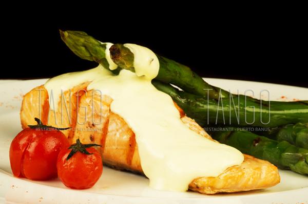 Salmon con esparragos verdes - Tango Restaurante