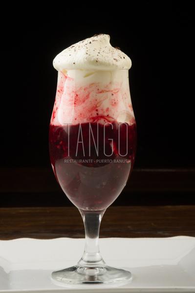 Compota de frutos rojos y mascarpone Tango restaurante