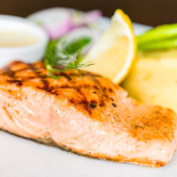 salmon-salvaje-a-las-brasas-tango-restaurante-puerto-banus